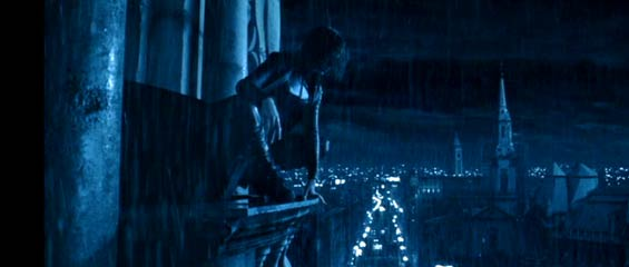 Underworld: Selene (Kate Beckinsale) perched above the city.