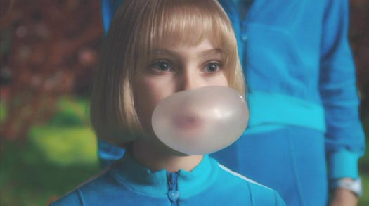 Charlie and the Chocolate Factory: Violet Beauregarde (AnnaSophia Robb), the original gum-crackin' broad.