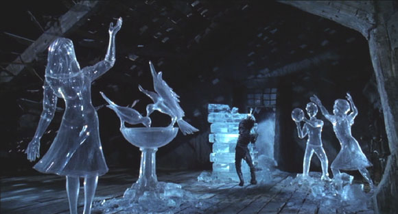Edward Scissorhands: Edward and his sculptures.