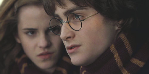 Harry Potter and the Goblet of Fire: Hermione counsels Harry.