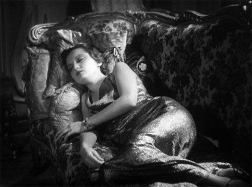 The Mummy (1932): Zita Johann as the beautiful and vulnerable Helen Grosvenor. (I admit that she strikes this modern, middle-class woman as something of a layabout, however!)