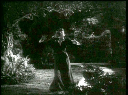 The Devil Bat: The bat now threatens Mary (Suzanne Kaaren).